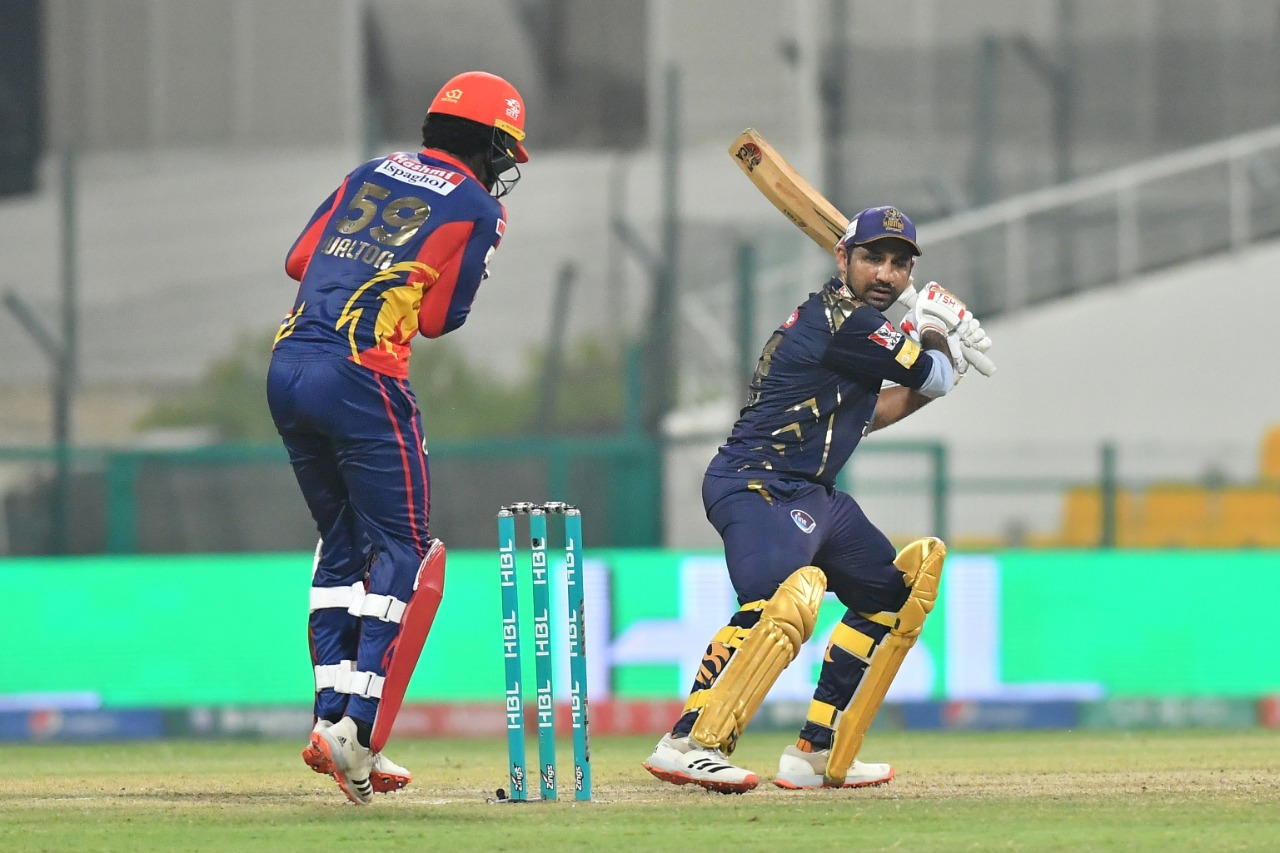 Karachi Kings qualify for the play-off stage of PSL 6 with a 14-run win over Quetta Gladiators