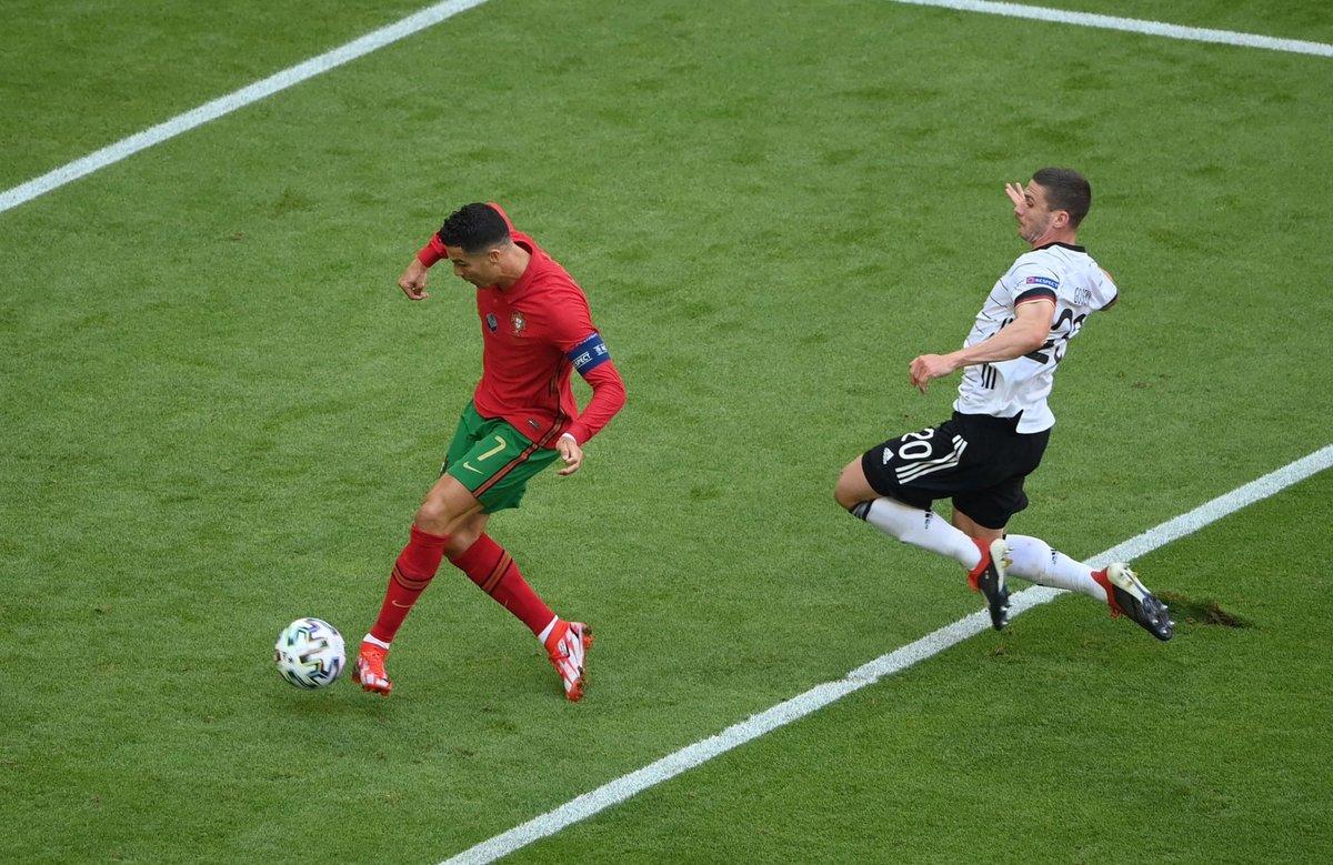 RT @CR7Brasil: Cristiano Ronaldo continua sendo o maior pesadelo de Neuer. https://t.co/QmogmV570i