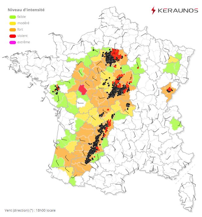 La dépression de surface positionnée au sud de #Paris, par 1007 hPa. Le flux entrant reste optimal pour favoriser le développement de supercellules et phénomènes tourbillonnaires à mesure que le système se décale vers Aisne/Champagne. #orages