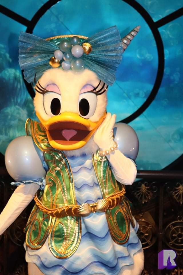 📍Donald and Daisy, Twenty Thousand Leagues Under the Sea! 🦑 https://t.co/f6TzAFJpuc