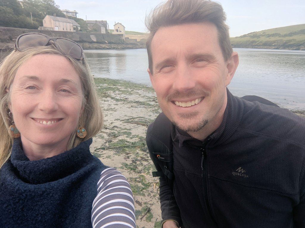 An afternoon packed with seaweed stories, shellfish shenanigans and brazen botanicals. Craic was had, thanks @poloconghaile !😃💚 @kinsale_ie  #staycation #foraging #kinsalefoodtours  #kinsale #purecork https://t.co/oNiuIy0Dw7