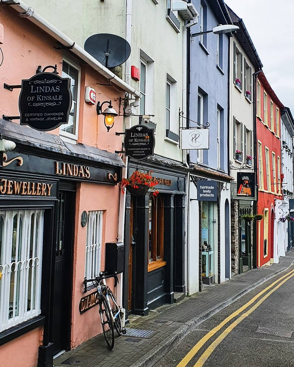 Colourful Kinsale💜💙💚💛🧡 #kinsale #countycork #weekend # @corkbeo @CorksRedFM @NeilRedFM @IrishTimes @rte @NotestoCork @pure_cork https://t.co/tJlOZs5oL9