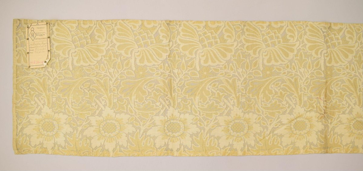 From the V&A collection: T.658-1919 Furnishing fabric  Blythe House  In store https://t.co/TSiaOxCFYQ #art #design #museums https://t.co/4X61Quenvr
