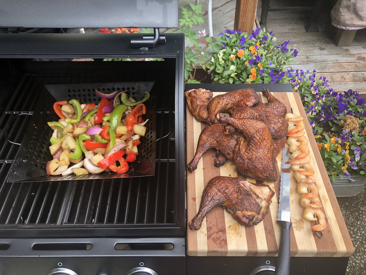 Smoked Chicken Quarters and Mixed Vegetables #BBQ https://t.co/hI36rgK1xq