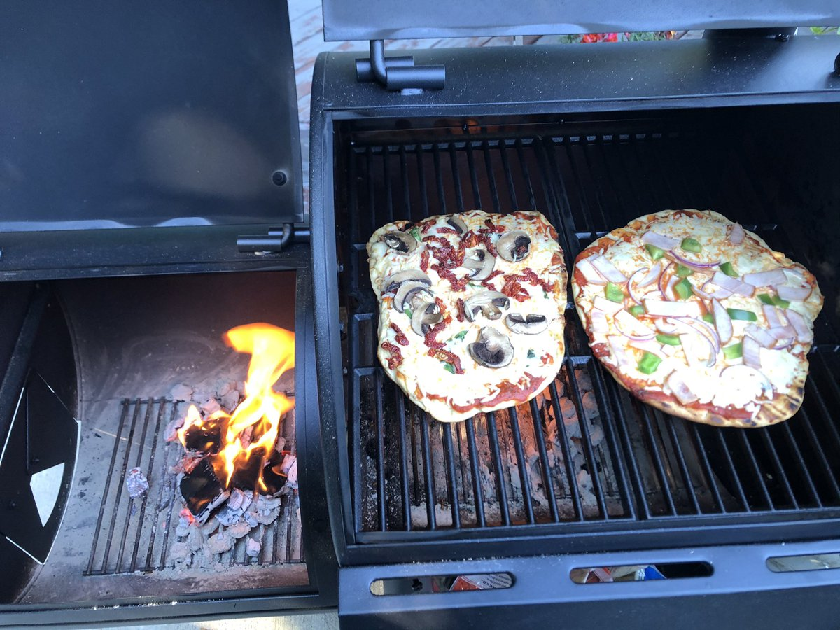 #BBQ pizza. The only way to have pizza. https://t.co/3K0RaRkmVS