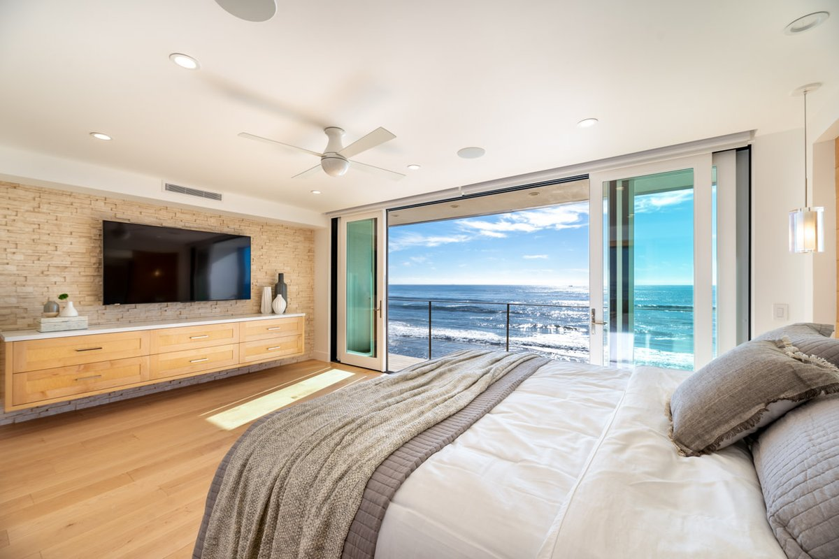 We couldn't imagine a better way to enjoy the first day of summer than sea views from this master retreat.  #JRPDesignAndRemodel #DesignBuild #Construction #Architecture #Design #Malibu #FirstDayOfSummer #OceanView https://t.co/ySWYFkPS2G