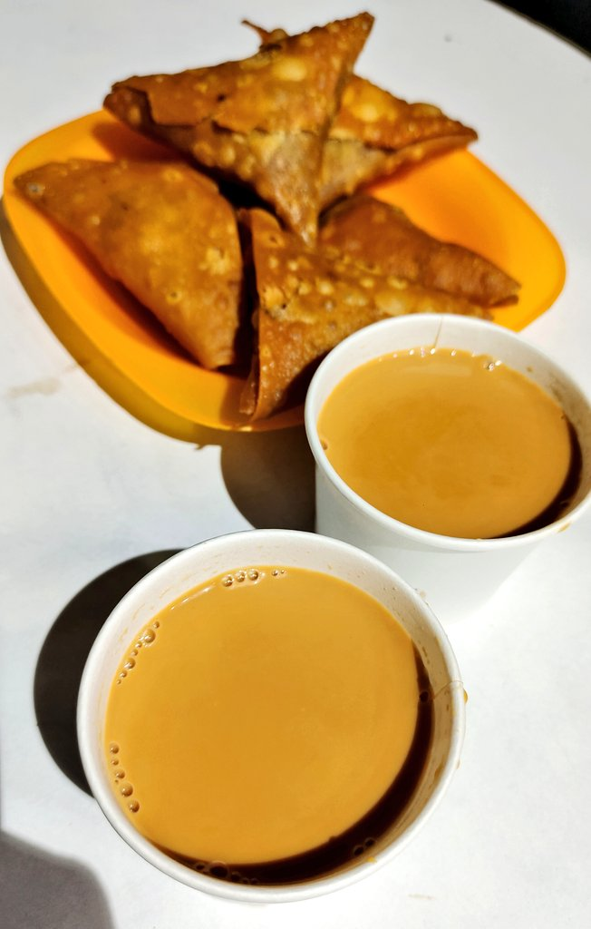 Hyderabad LockDown Unlocked. Soulful satisfaction to have A Chai & Samosa in the early mornings.  Where: Broadway Cafe Abids.  #chai #somosa #unlock #Hyderabad #goodmorning #food #TheFoodGlanzer https://t.co/kmBeJXnNh2