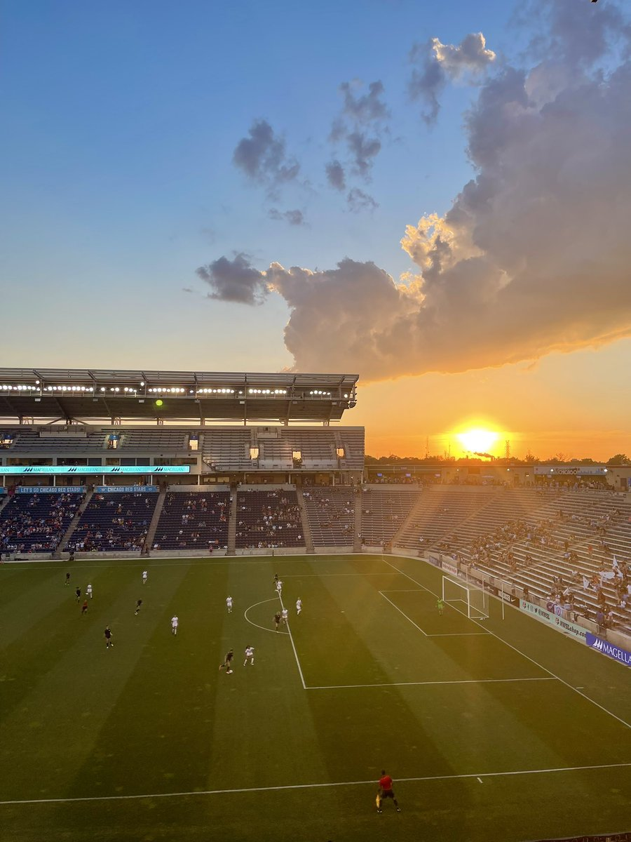 Beautiful night for a match @chicagoredstars   @KealiaOhai https://t.co/TgChbW61PJ