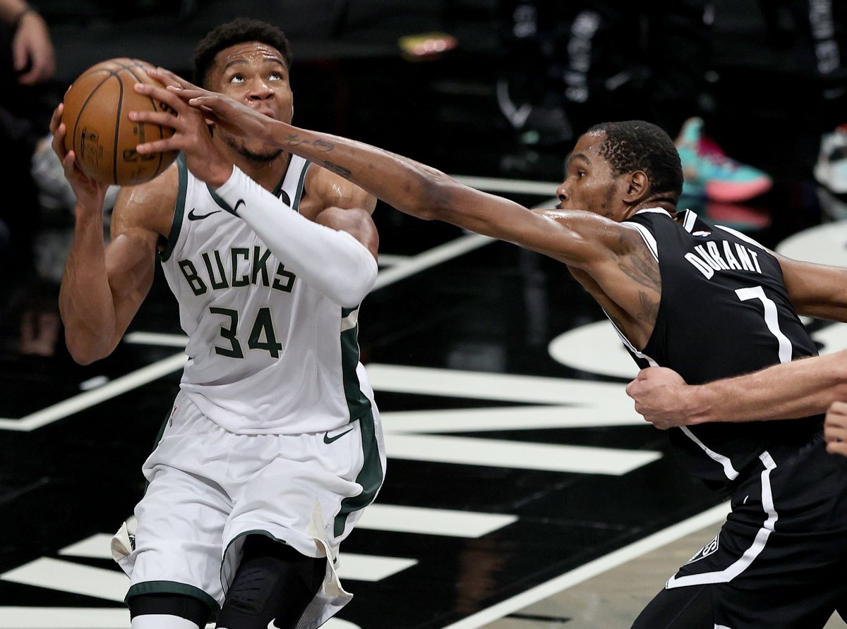 KD and Giannis are BATTLING through 3 quarters.  Durant: 33 PTS, 8 REB, 53.6 FPTS  Antetokounmpo: 31 PTS, 7 REB, 47.9 FPTS https://t.co/3Ar4zXxAfa