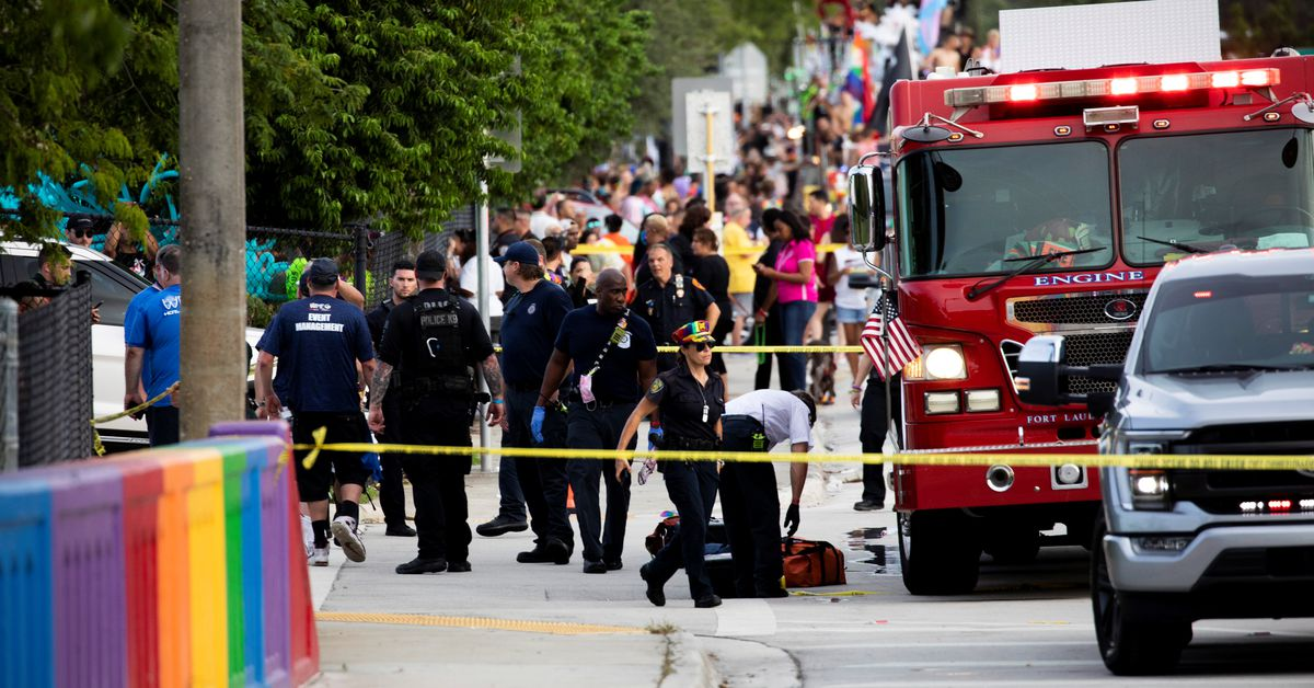 One dead after driver crashes into crowd at Pride Parade in Florida https://t.co/AkAeZ3sRNb https://t.co/XDPceCGlid