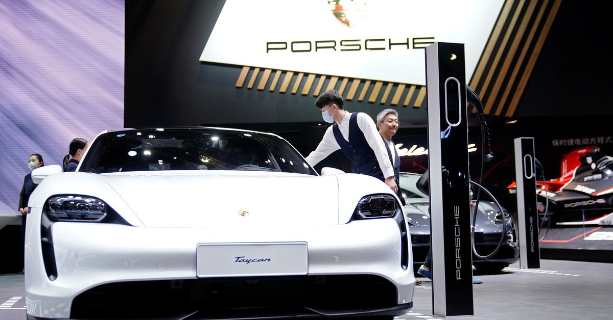 Porsche to set up joint venture with German battery maker https://t.co/drkvoCa3hv https://t.co/byHp9GiZJe
