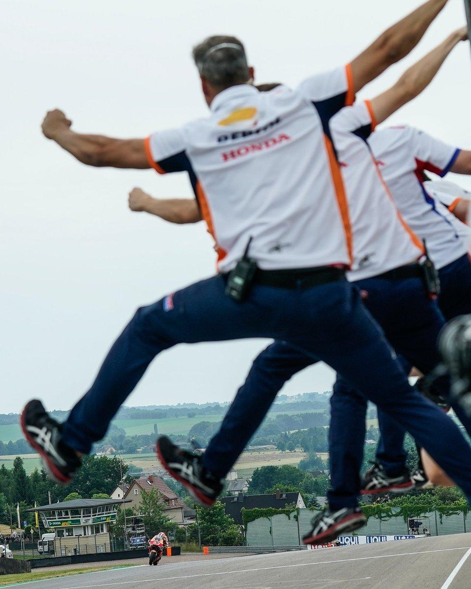 🙌🏼🙌🏼 Cuanto esfuerzo detrás de esta victoria! Enhorabuena @marcmarquez93!
