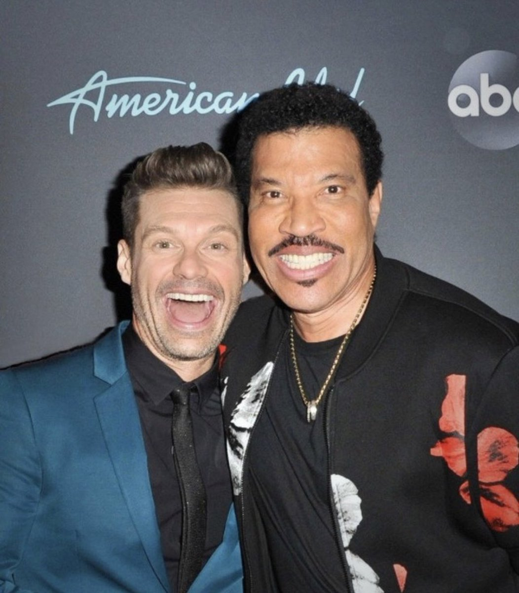 Happy birthday and Happy Father's Day, Papa Lionel! @LionelRichie https://t.co/Ol8FUw7ovt
