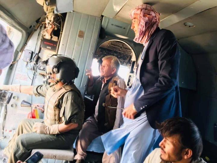 Командиров сдающихся ополченцев вывозят вертолетом из провинции Тахар.