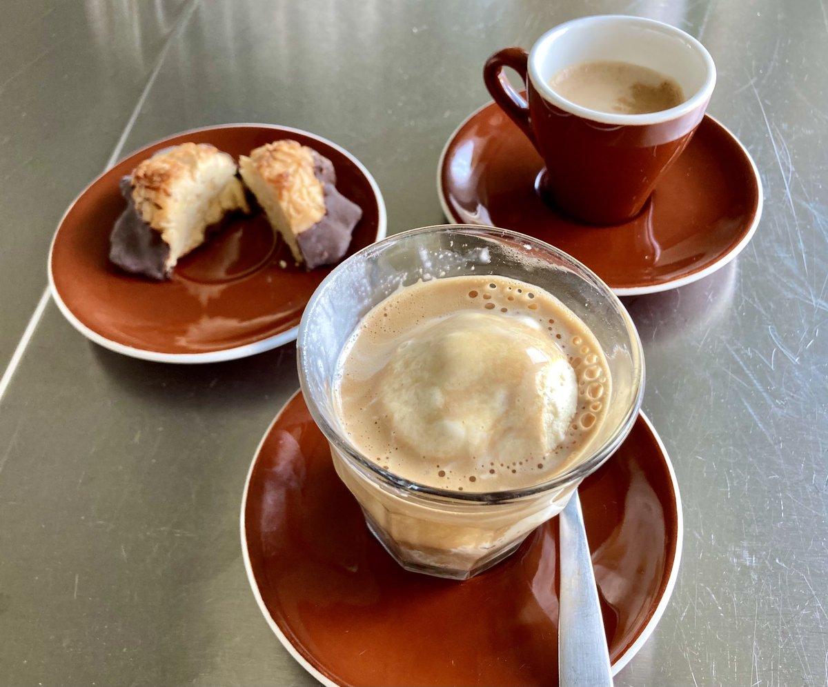 Triple delight: #gelato affogato, additional espresso, plus a Florentine https://t.co/tIBOak7VTt