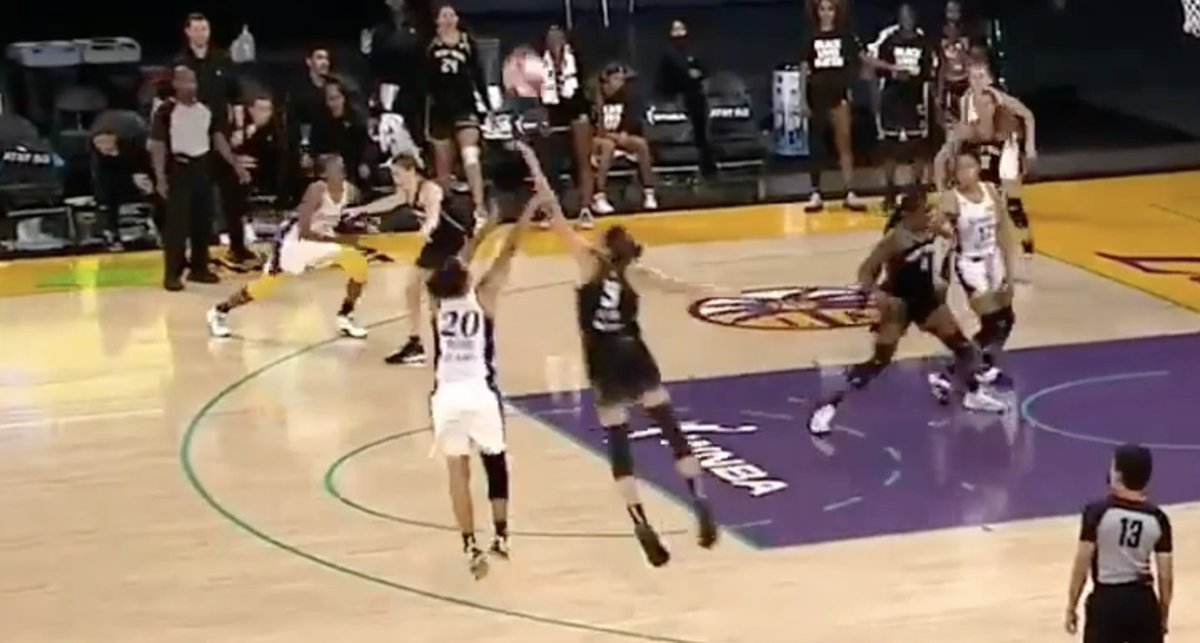 .@becallen8 blocked two big shots with seconds left to help the @NYLiberty to a 76-73 win in LA 😤 https://t.co/jzZLEKHhuf