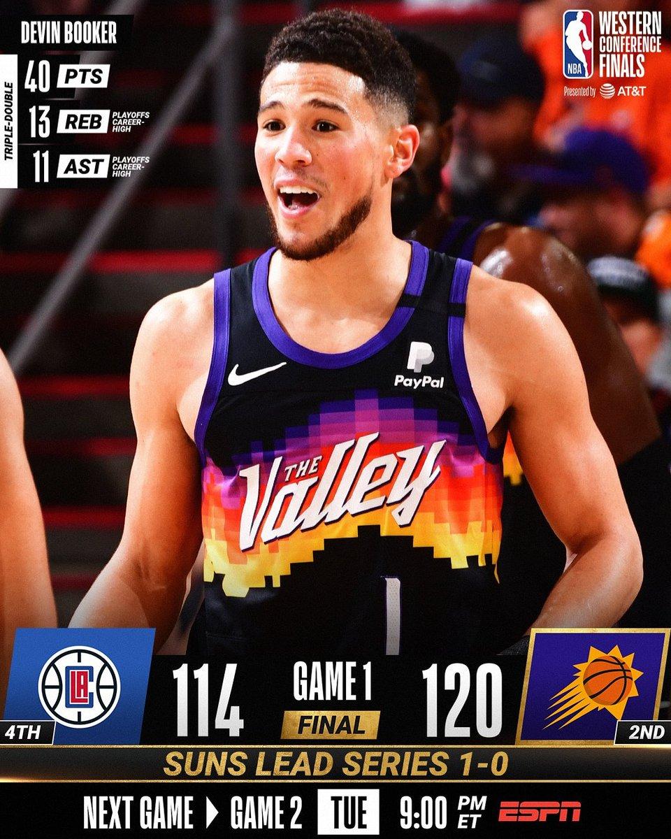 🚨BREAKING NEWS🚨  ¡JUEGAZO!  En un partidazo los @Suns se llevan el 1ero de la serie de la mano de su super estrella @DevinBook que clavo 4️⃣0️⃣ puntos.   #NBA #NBAPlayoffs #Playoffs #DobleDribbleFamily #Baloncesto #basketball #ThatsGame #WeAreTheValley #ClipperNation https://t.co/WUePn2ghUo