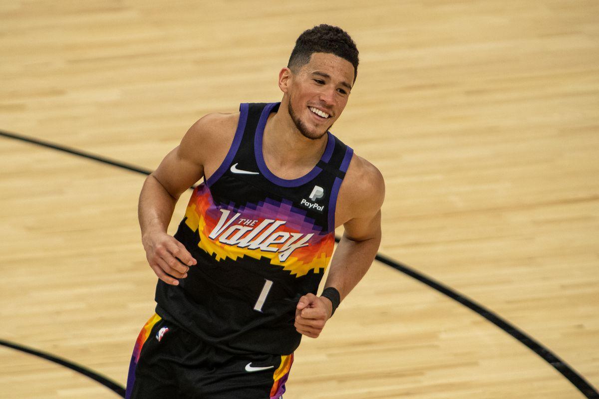 Devin Booker en el juego 1 de sus primeras finales de conferencia (sin Chris Paul): 40P, 13R, 11A. Victoria✅ Un animal, necesitaba solo un poco de compañía de su equipo, para poder llevar a los Suns a lo más alto. #NBA #NBAPlayoffs https://t.co/Tze55aMLbc
