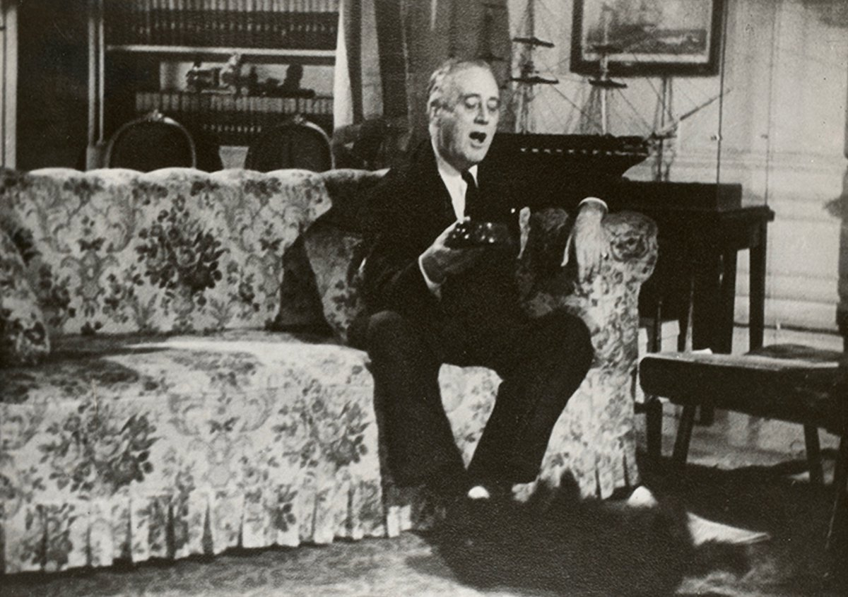 During World War II, 1943, FDR gets Fala to roll over, White House, upstairs Oval Room:   #FDRL https://t.co/C1zoi43R0C