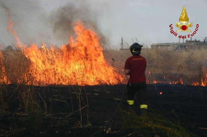 #notizie #sicilia Temperature oltre 40 gradi, decine di incendi a Palermo e provincia - https://t.co/xaKyHmiEXT