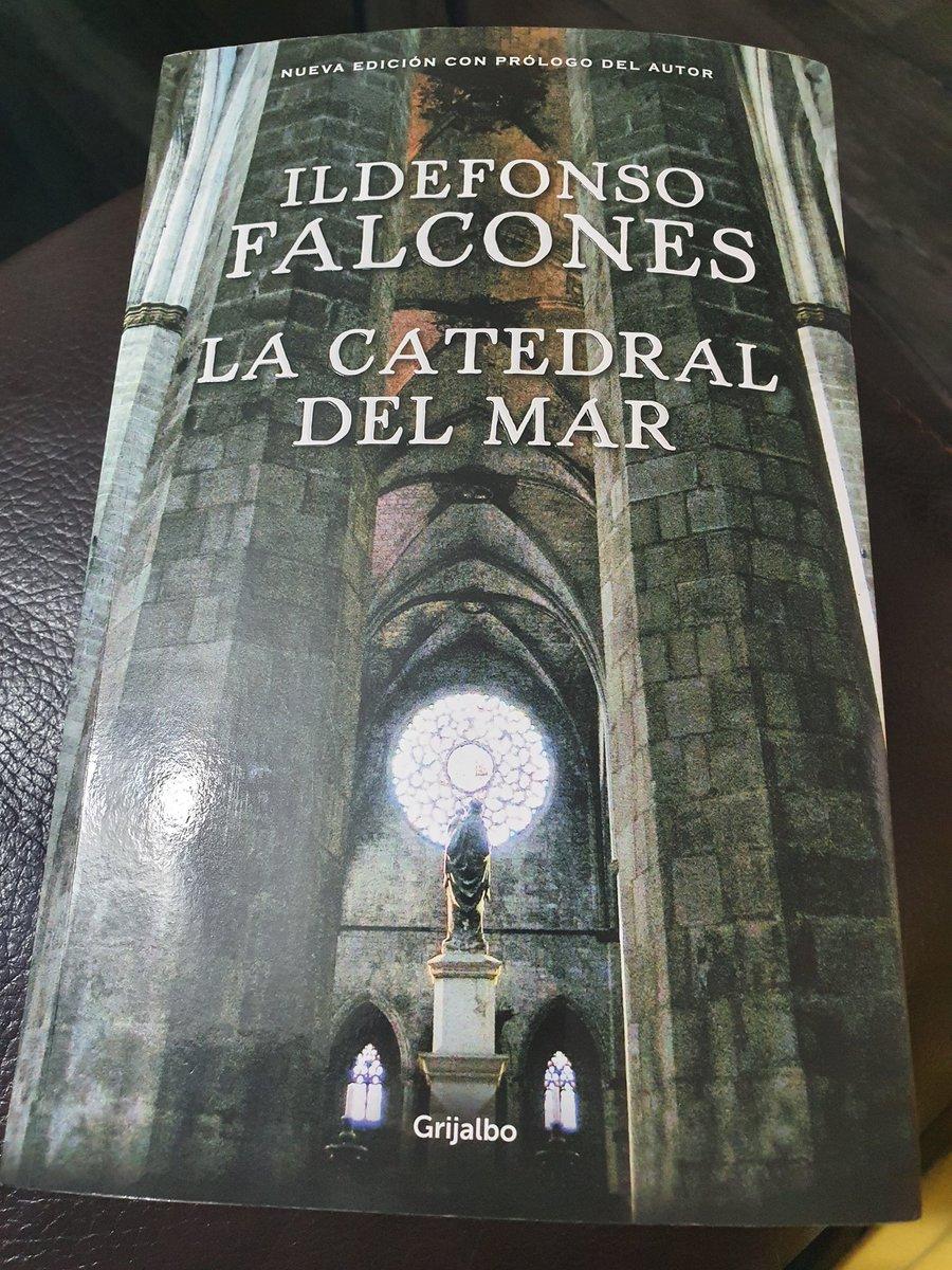 RT @Nallitaa: #20 #LaCatedralDelMar ⛪🌊 #IdelfonsoFalcones  Gracias @gayosso3 por mi libro 💕 te amo! https://t.co/SpB9l09UMU