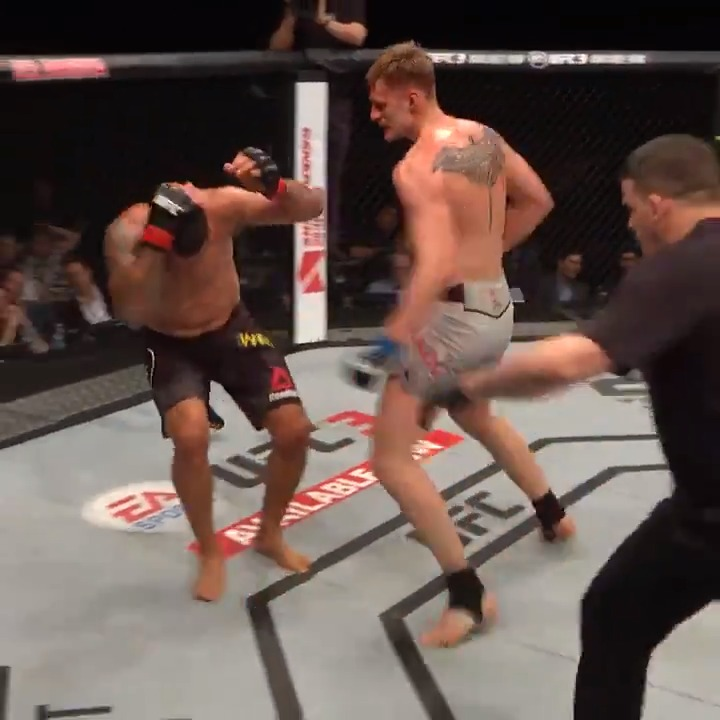 That time @AlexDragoVolkov brought down a former heavyweight champ! 😱 https://t.co/znYo6bhUcZ