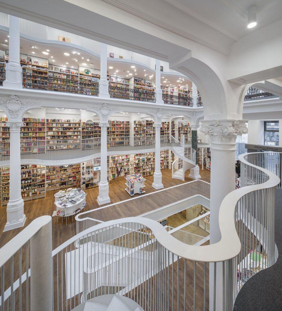 #Design: Cărturești Carusel bookshop, #Bucharest, in a beautifully restored 19th century building https://t.co/KLZE7t7ne3 via @sagansense https://t.co/6jbaCtkF50