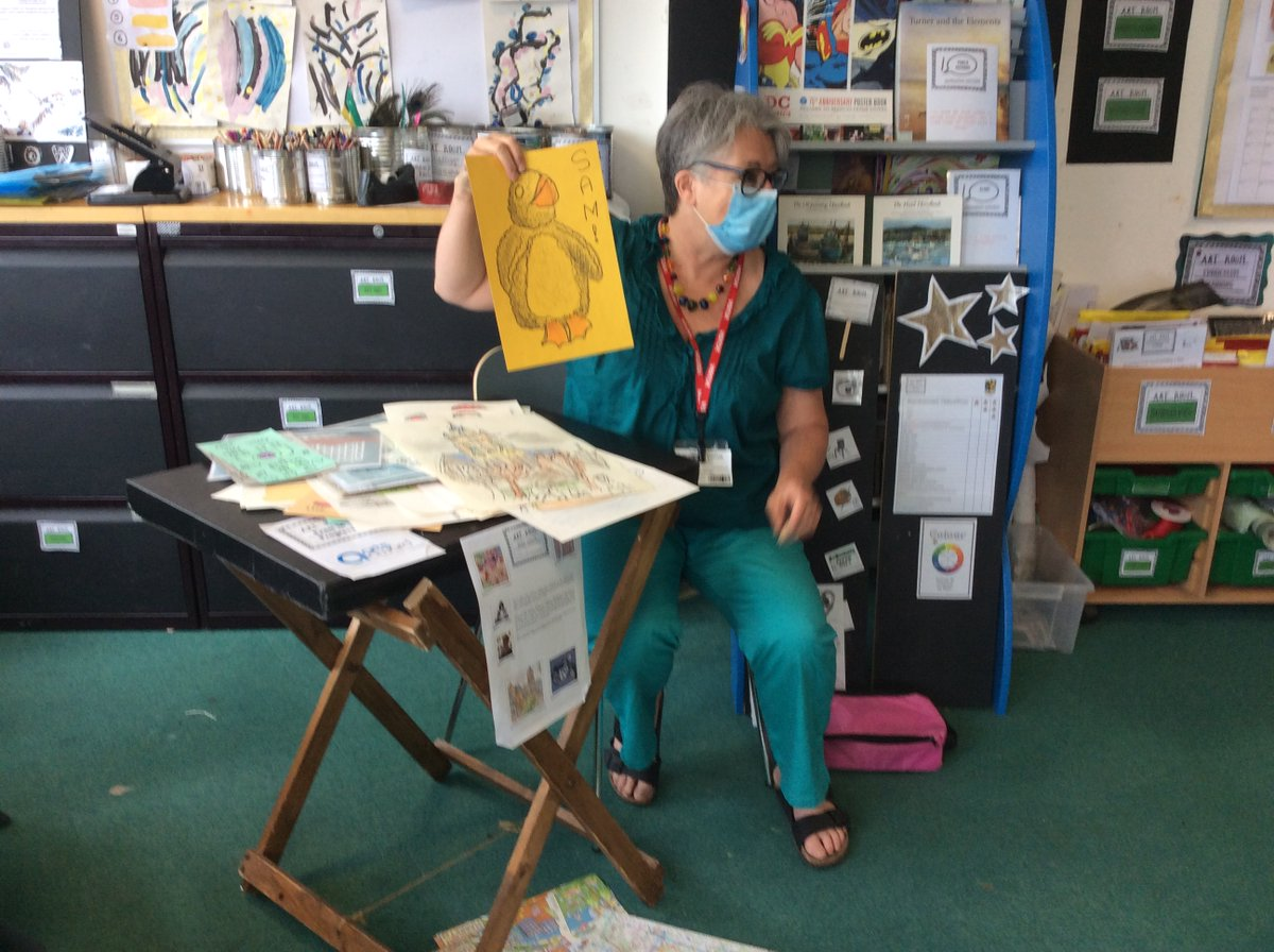 The children are having a great time working with a local artist and seeing her in action. Hope Jane is enjoying it as much as the classes she works with #ArtistOnTwitter #art #Hackney #edutwitter #artist #creativity