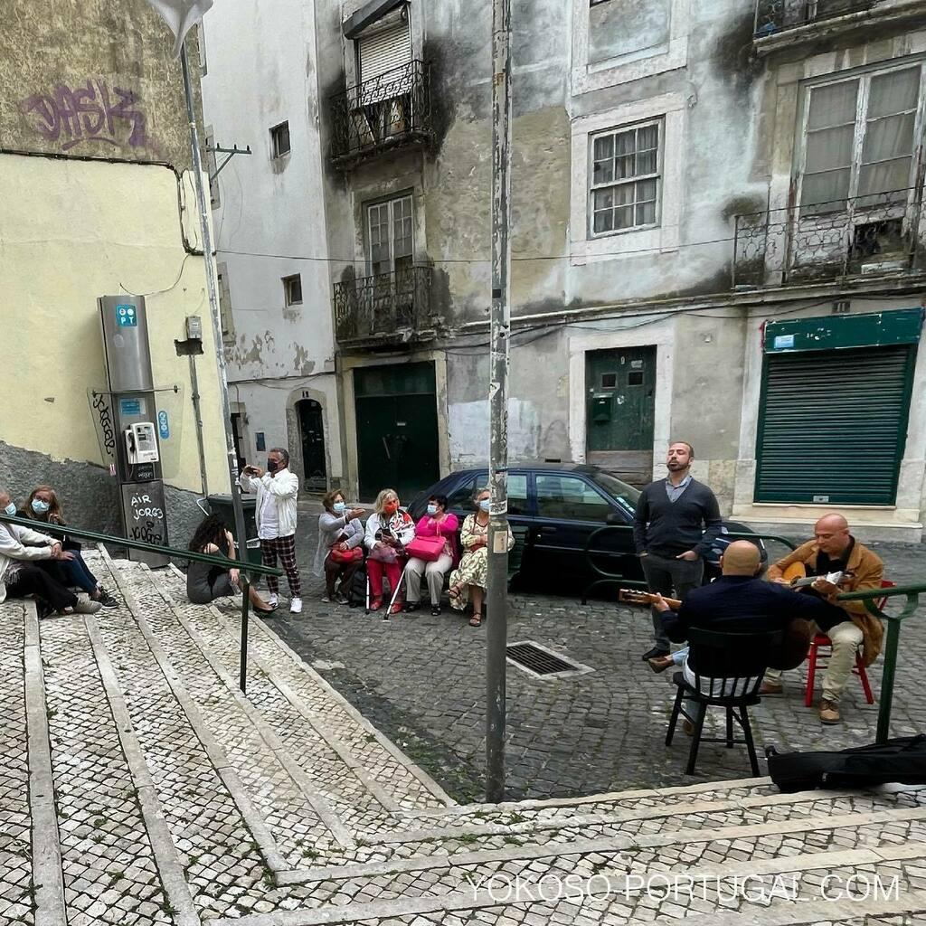 test ツイッターメディア - アルファマ地区の街角ファド。 #ポルトガル #リスボン https://t.co/vaQuEnykTa