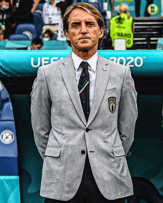 مانشيني في لقطة من أجمل لقطات يورو2020استغل