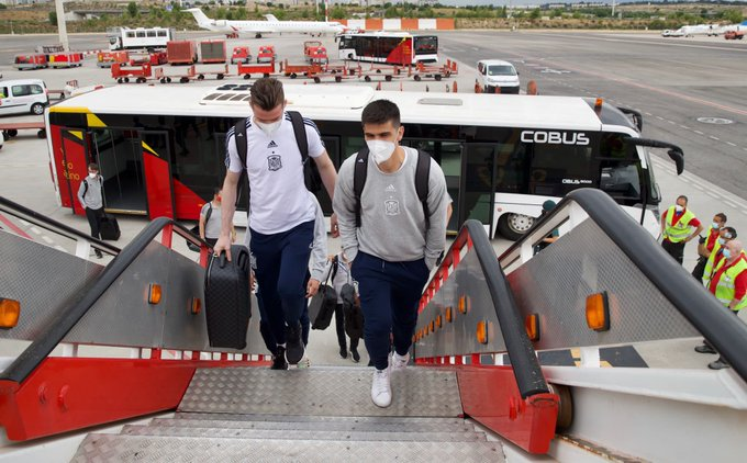 – من مغادرة بعثة منتخب اسبانيا  إلى مدينة