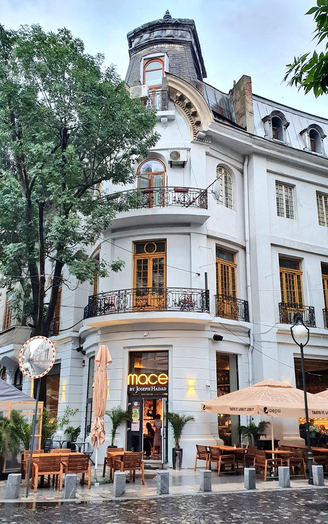 #Bucharest has been a playground for various and often too severe architectural contrasts. But it has definitely the most charming corners. 😊 https://t.co/R4YaJNHdLR