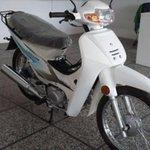 Image for the Tweet beginning: Roban una moto y la