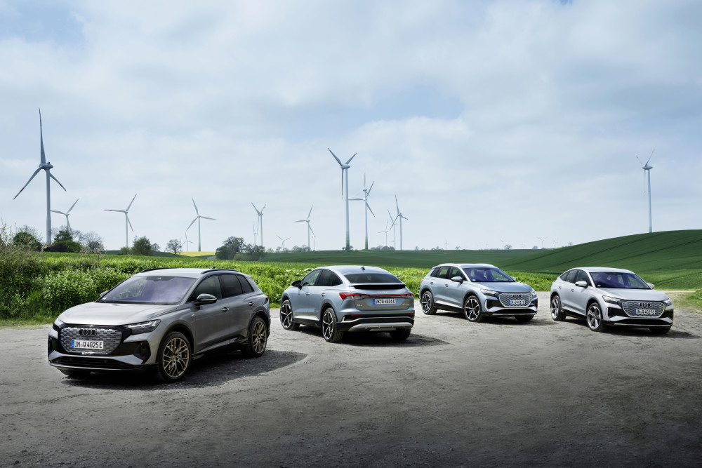 Audi CEO Duesmann: Hurtigere overgang til e-mobilitet - fra 2026 lanceres kun nye elbiler https://t.co/Z5uBDIshbZ https://t.co/N0WqskGZWq