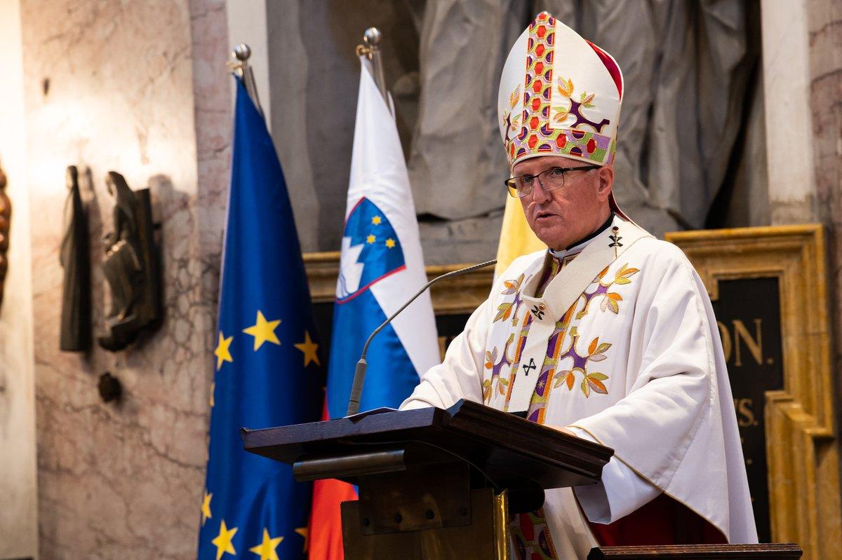 Državniška pridiga @NadskofZore @katoliskacerkev pri maši za domovino. Globoke, resnične besede. Hvala. #Slovenija30