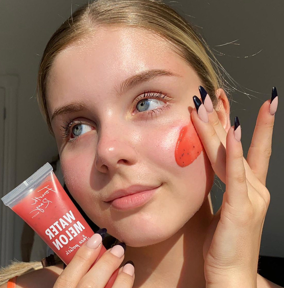 leaves skin softer, smoother, and healthier-looking🍉❤️ Watermelon face polish gently buffs away dead skin with super fine Sugar & Poppy Seeds✨ Do you exfoliate your skin? - 📸:glamwithdarcey https://t.co/LaLCvhV29B