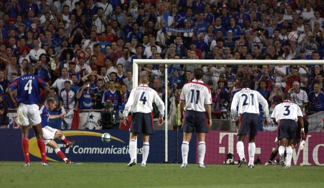 | لم تنهزم إنجلترا  في آخر عشر مباريات لها في