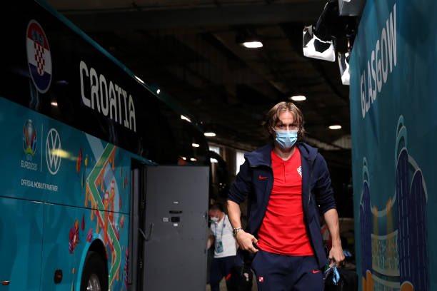 لوكا مودريتش لحظة وصوله ملعب المباراة.