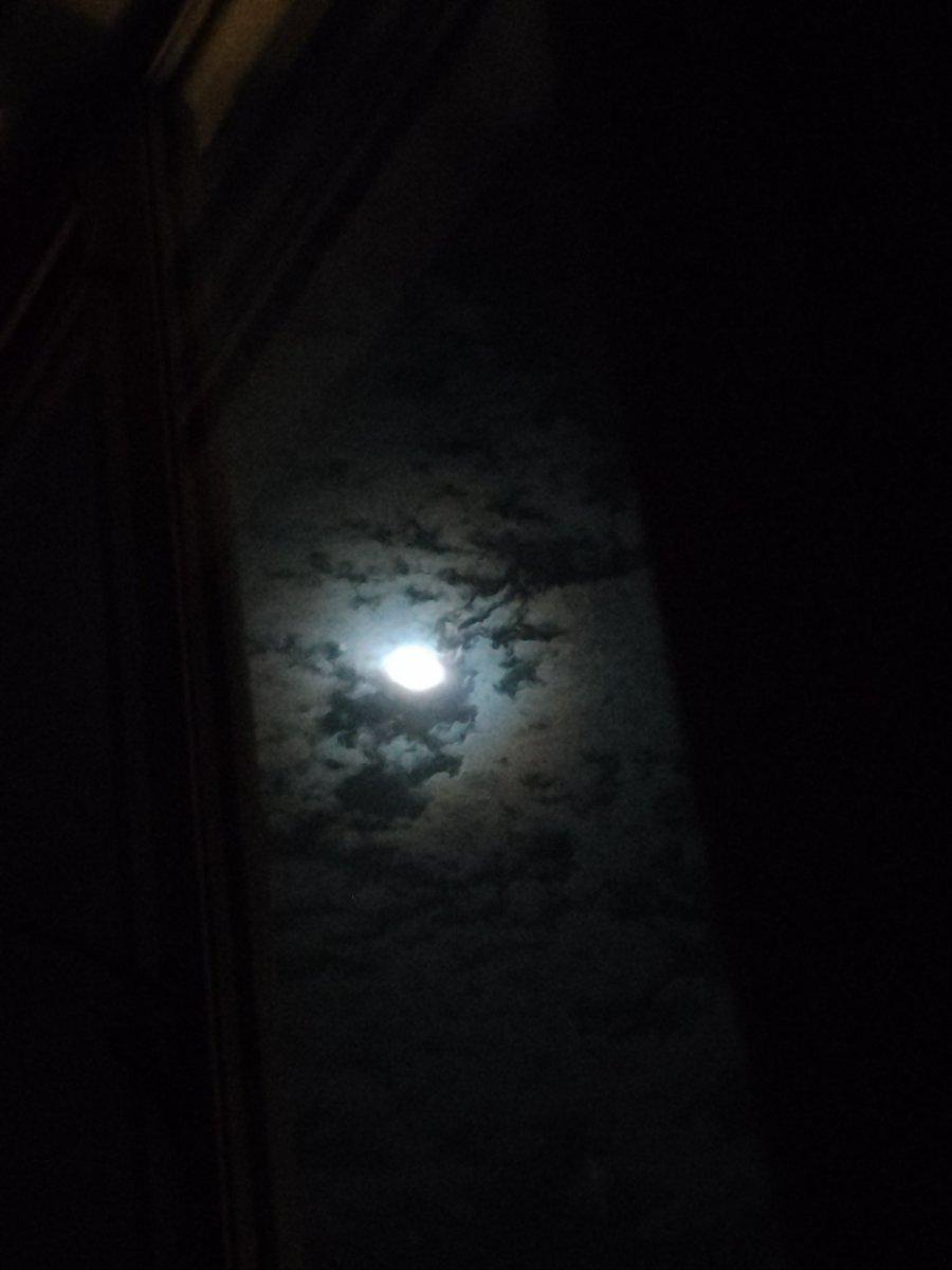 #moon #fullmoon #santamonica https://t.co/Mb5kwpncZn