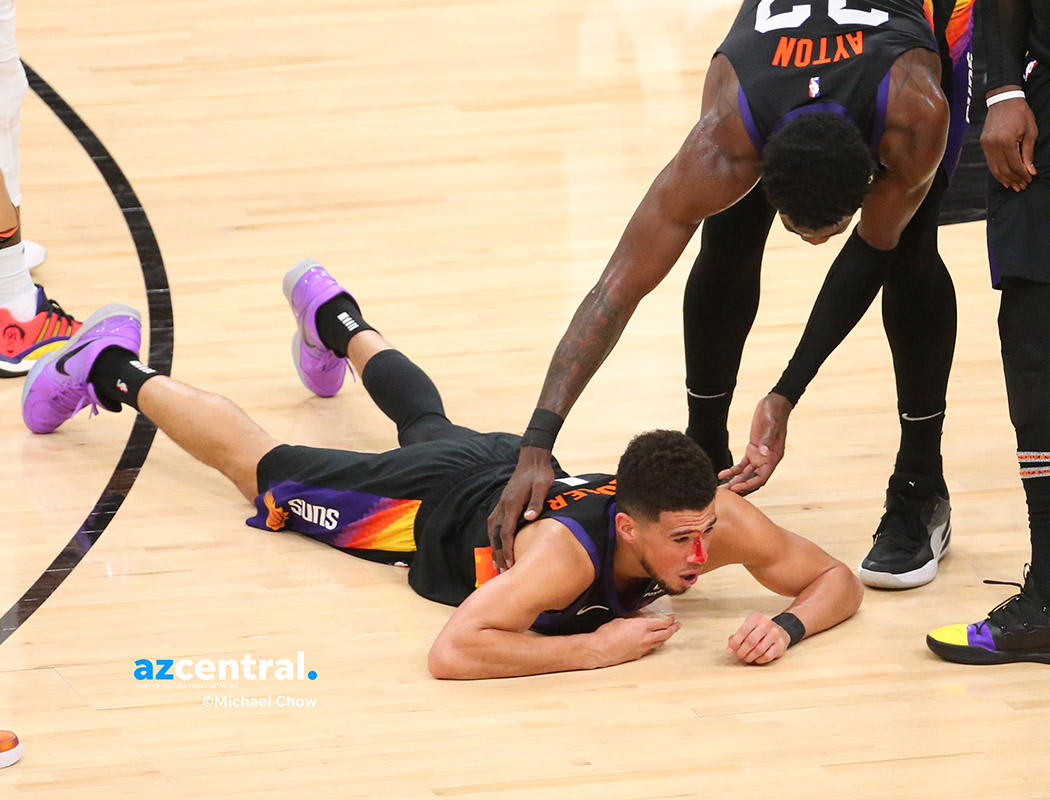 Devin Booker taken out, bleeding from head w/hard foul by Clippers. # NBAPlayoffs #Suns # Clippers #LACvsPHX #NBAWCF @azcentralsports #RallyTheValley https://t.co/GxjM0RsEMx