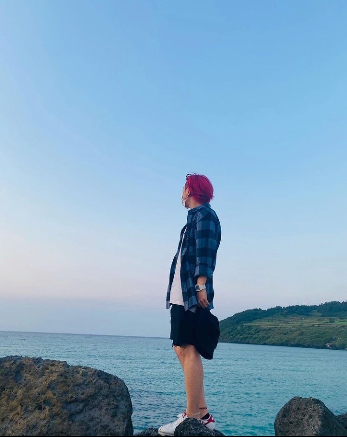 06/23/21 Donghyuk IG update #Donghyuk #iKON #동혁 #아이콘 @YG_iKONIC   Flower and Seaside ♥️ https://t.co/X6oZXL0jDp