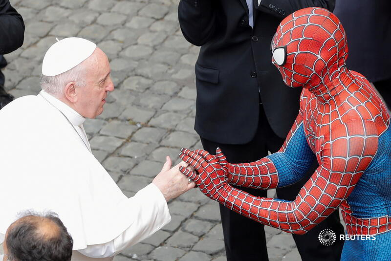 Pope Francis greets a person dressed as Spider-Man after the general audience at the Vatican. More photos of the day: https://t.co/sRvZ1aYXmn 📷 Remo Casilli https://t.co/I0hEtqBzvL