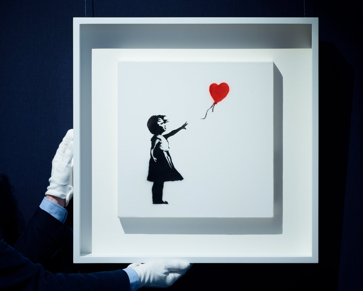 Britain's favourite artwork is BACK...👀🎈 #Banksy's iconic 'Girl with Balloon' joins the line up of our #BritishArt Sale next week, uniting and celebrating some of the UK's best artistic production from the early 20th century✨https://t.co/HtJWh5qsf5 #SothebysContemporary https://t.co/WpajLIeno2
