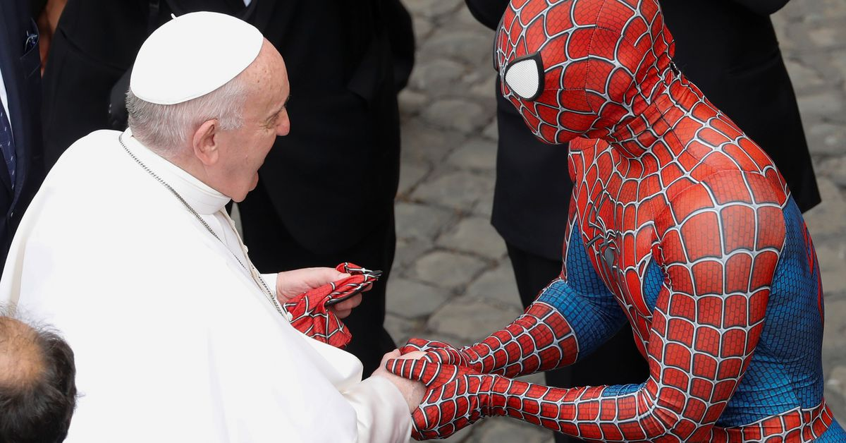 A different type of participant dropped in on Pope Francis' general audience at the Vatican this week: Spider-Man https://t.co/CaYz7WuitZ https://t.co/kQ7iBemscI