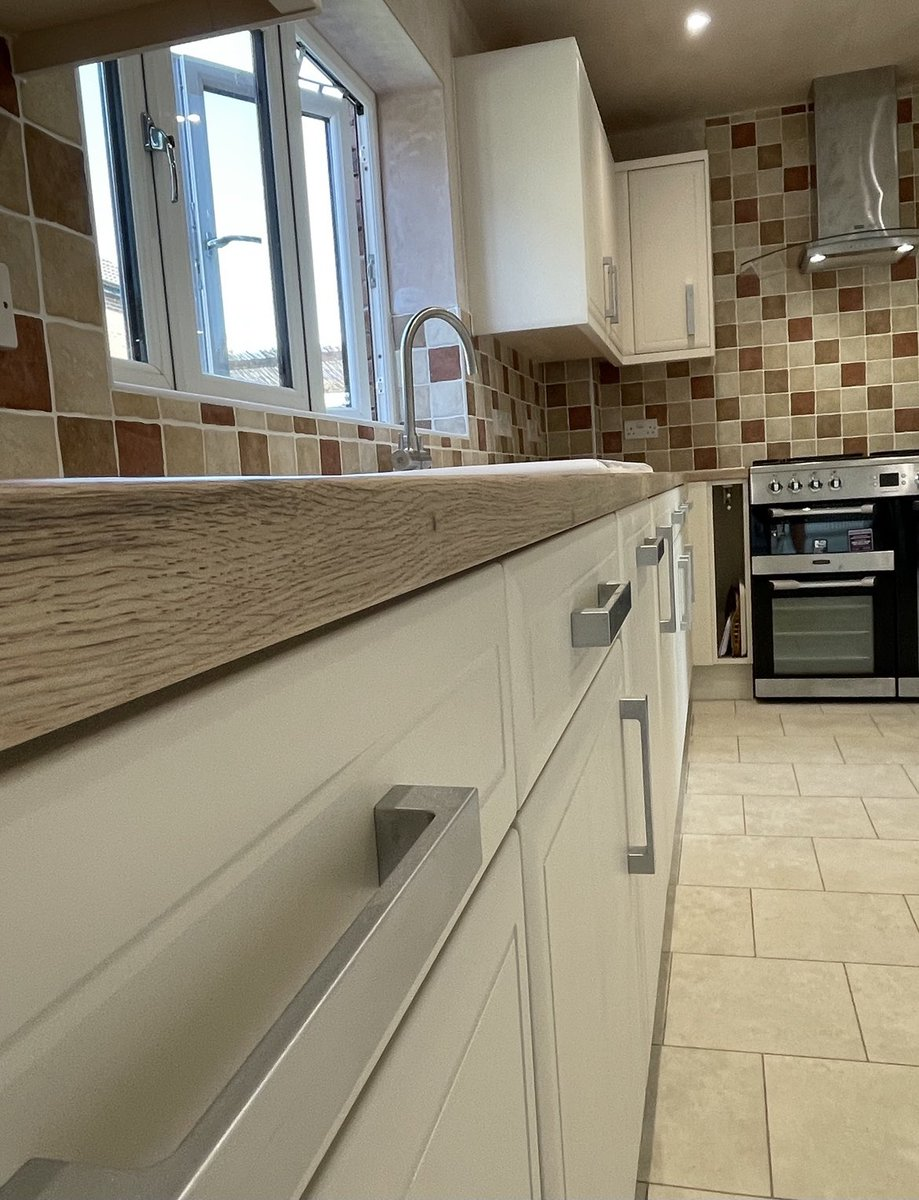 Our latest kitchen supply and install finished today. Products used include @blumuk @bybaUK @FrankeUK @TileGalleryChip @LDL_online @karndeanUK @daro_UK @HafeleUK