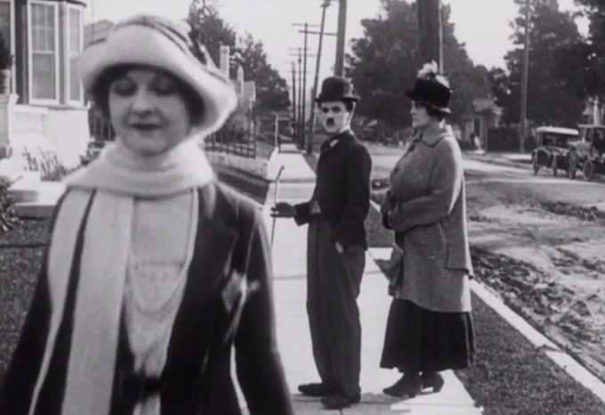 Chaplin did it first. 1920s https://t.co/xAmLXt8Xpo