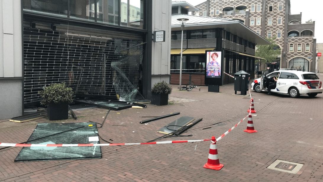 Politie roept hulp van Utrechters in bij oplossen ramkraak op parfumerie in Vleuten. via @duicnl.