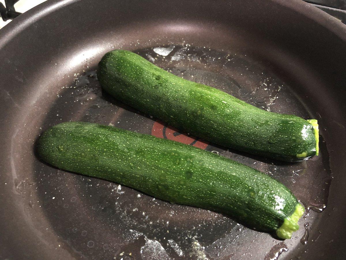 ズッキーニを存在感抜群にする調理方法?縦切りにして両面焼く!