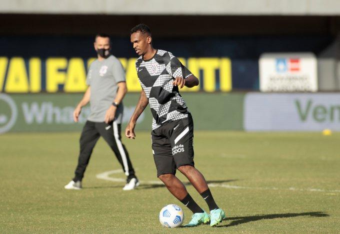 غرّم نادي كورينثيانز البرازيلي لاعبه جو