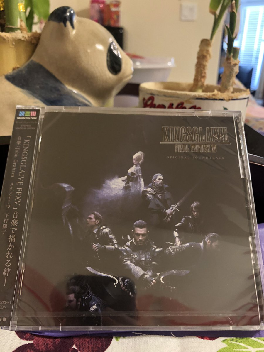 My kingsglaive soundtrack just came in and its so pretty 😍 it was super hard to get pictures that do it justice https://t.co/XkVDL6umXj